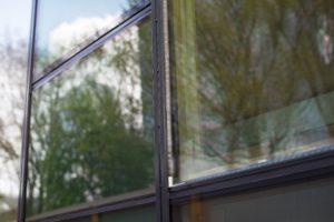 Glazen gevel met geïntegreerde zonnecellen wint Kvk Innovatie top 100