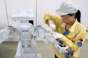 Nieuwe robotproductielijn autonome robots bij Epson