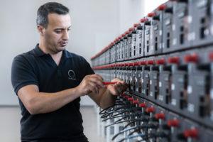 Shell investeert in slimme energieopslagsystemen door overname batterijfabrikant
