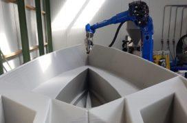 3D-geprinte sloep van gerecycled kunststof te water