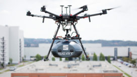 Drones leveren auto-onderdelen aan Seat fabriek