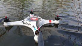Pelikaandrone bemonstert en analyseert water in vliegende vaart